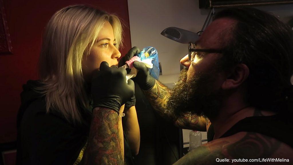Diese YouTuberin lässt sich ein Tattoo im Mund stechen!!